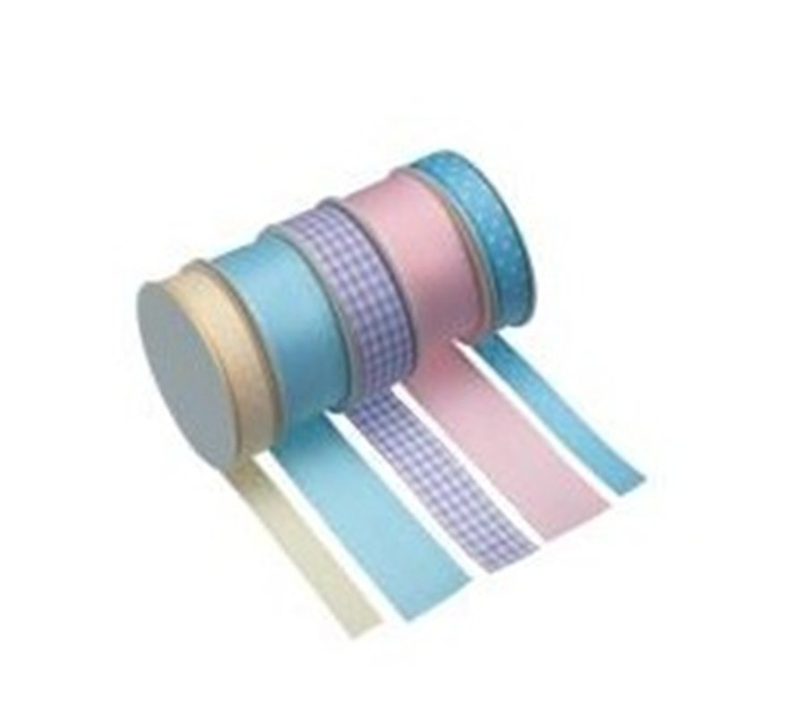 Ribbons for trimming cake board edges