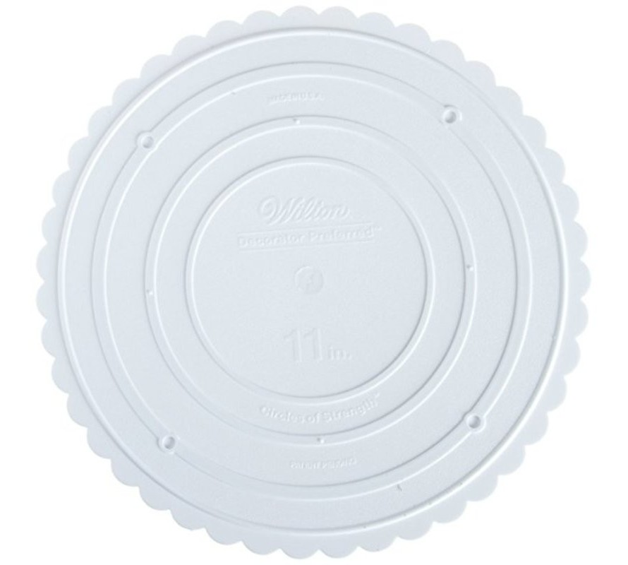 Scalloped separator plates for tiered cake construction