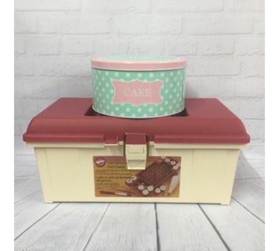 Cake storage tins & caddies